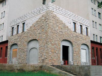 Каменная кладка угла жилого здания по ул. К. Чорного в Минске