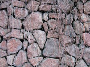 Фрагмент каменной кладки постамента костела