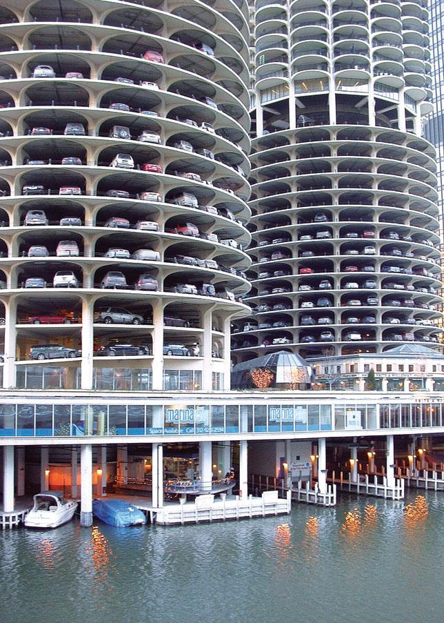 Рис. 9. Marina-City, фрагмент. Вид платформы и многоуровневой стоянки. Архит. Бертран Голдберг. Чикаго, 1964 г.