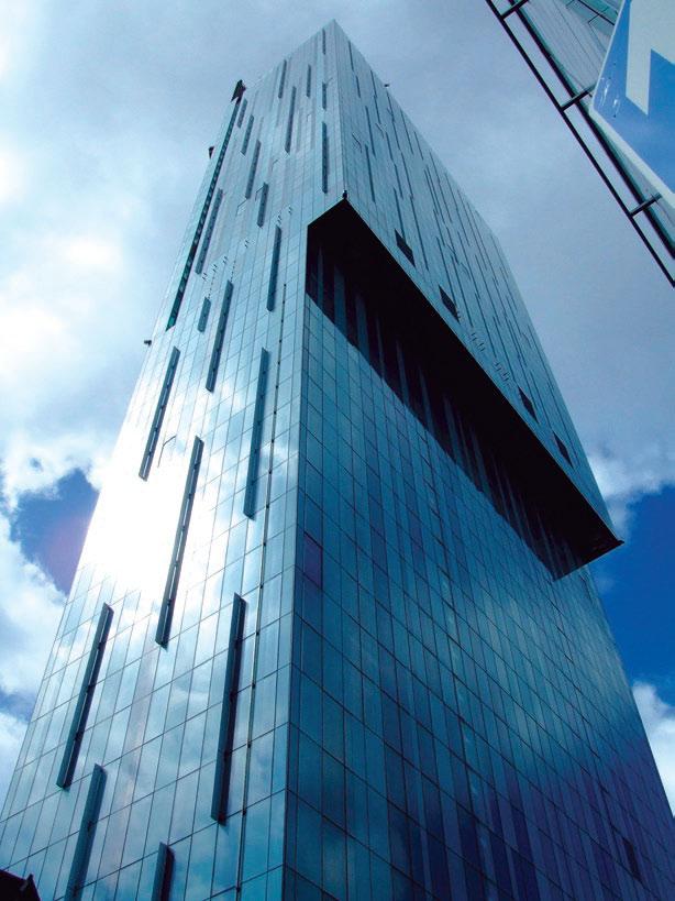 Рис. 14. Beethem Tower (48 этажей, 176 м). Архит. Йен Симпсон. Манчестер, 2006 г.