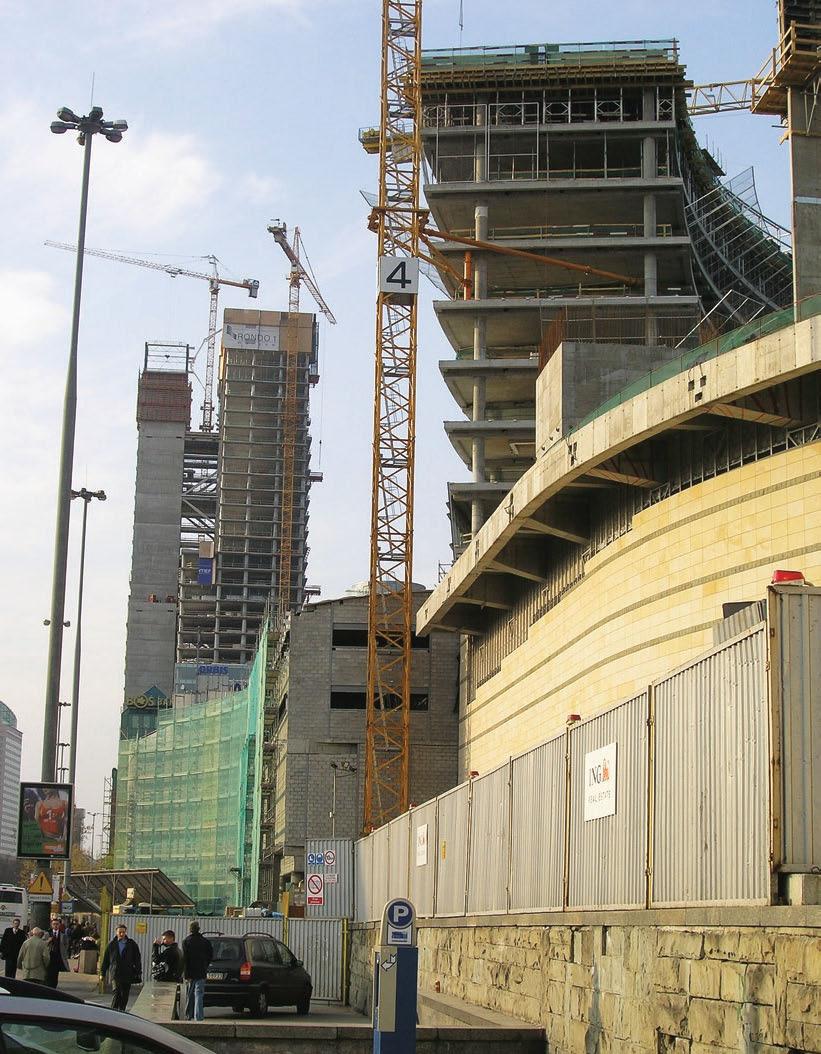 Рис. 3. Строительство высотного здания с каркасом из монолитного железобетона в Варшаве (лето 2005 г.)