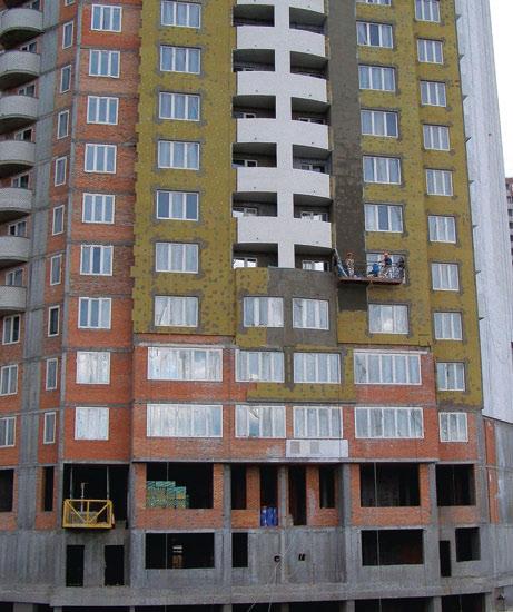 Рис. 6. Утепление фасада строящегося 36-этажного жилого дома легкой штукатурной системой