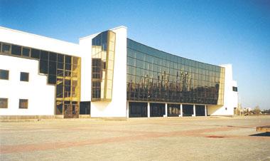 Дворец спорта в Гомеле Архитекторы: И. Бовт, С. Митько