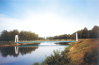Мост в парковой зоне Новолукомля