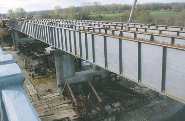 5. Общий вид главных балок металлического пролетного строения моста через Западный Буг